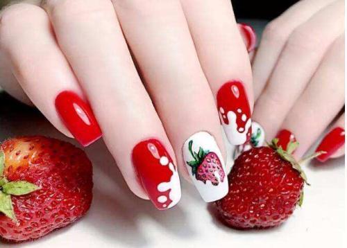 DIY甜美可爱草莓美甲图片